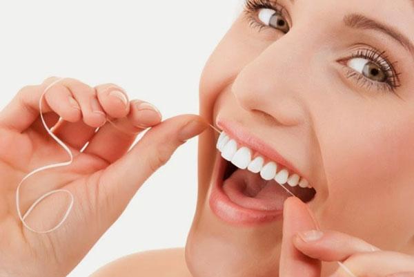 devo-usar-fio-dental